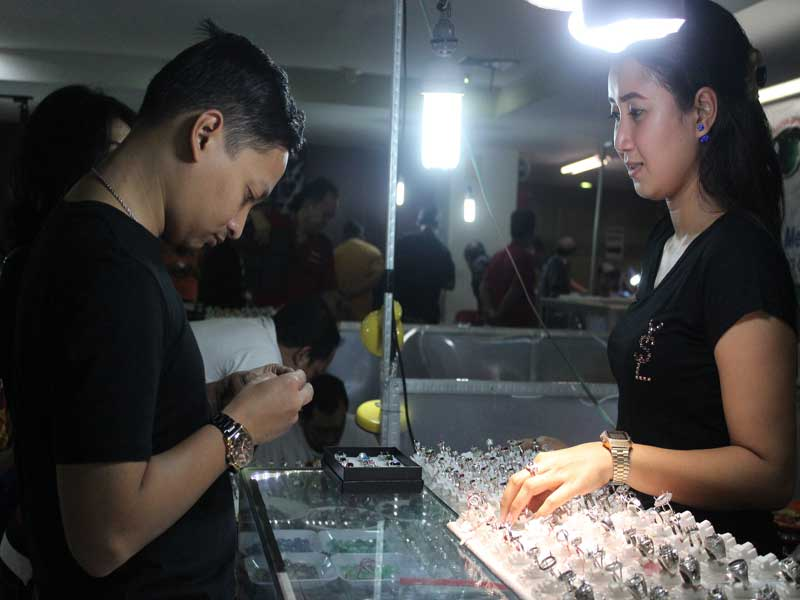Surabaya Gemstone Festival di Royal Plaza