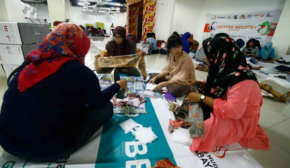 Finishing Sarung Bantal dengan Teknik Patchwork