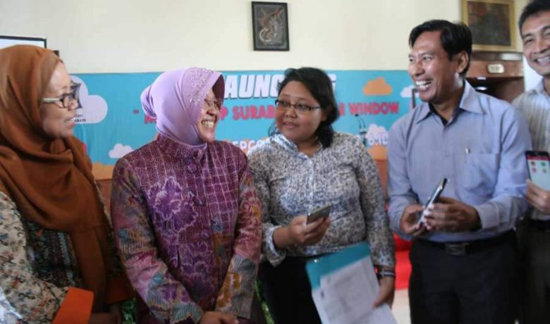 Wali Kota Risma Melaunching Mobile App Surabaya Single Window