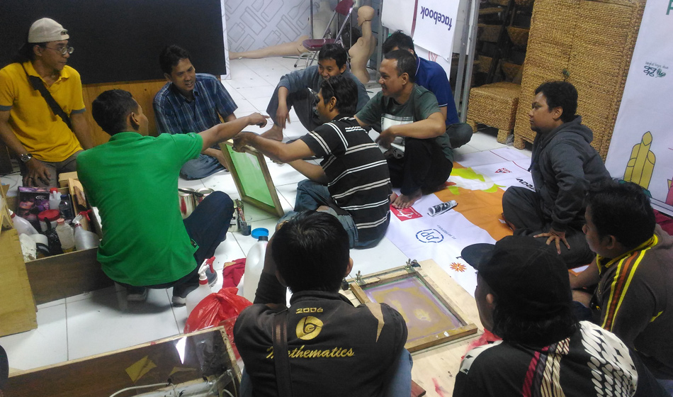 Membuat Screen Film Sablon pada Media Berbahan Plastik