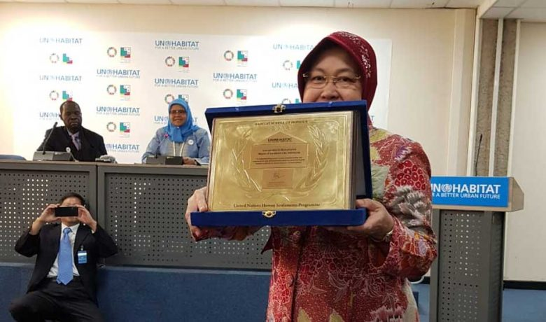 Wali Kota Risma Terima Penghargaan Scroll of Honour Award